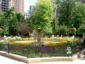 Washington_Square_Park_Fountain,_Chicago
